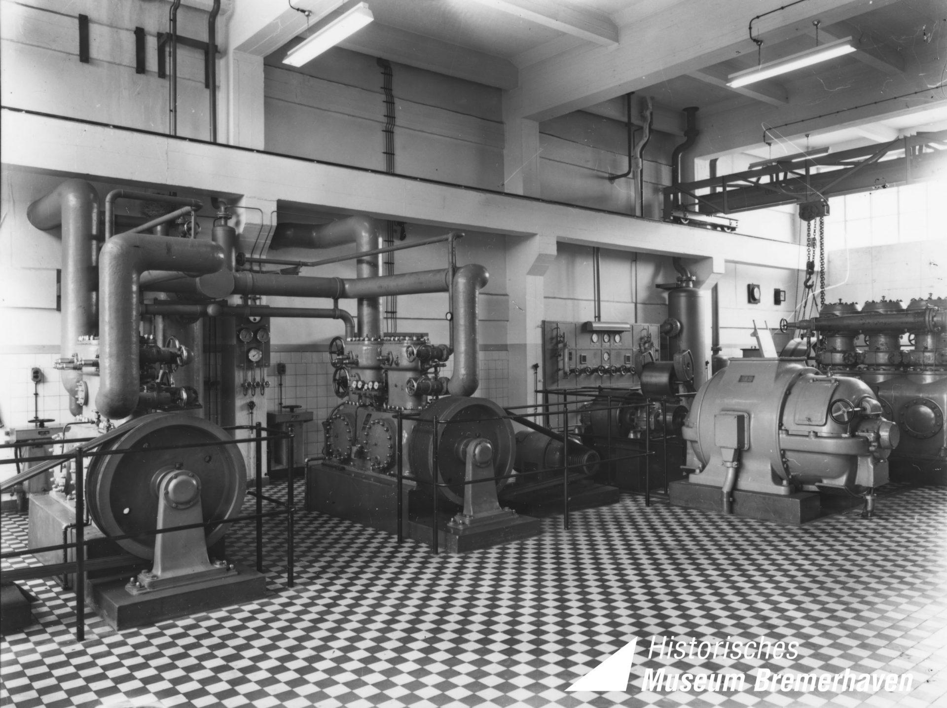 10 Eiswerke Maschinenhalle ca 1957 Logo scaled 1